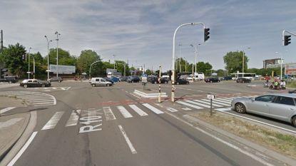 Fietser zwaargewond na aanrijding in Antwerpen: inzittenden stappen uit om slachtoffer opzij te leggen en plegen dan vluchtmisdrijf