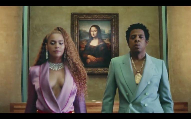 Beyoncé en Jay-Z met op de achtergrond de Mona Lisa Beeld
