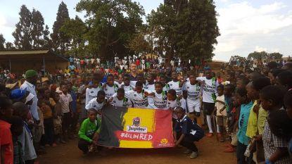 "Genkenaar en coach nationale ploeg Malawi Ronny Van Geneugden zamelt sportkleding in: ""Al zo'n 3.000 kinderen gelukkig gemaakt"""