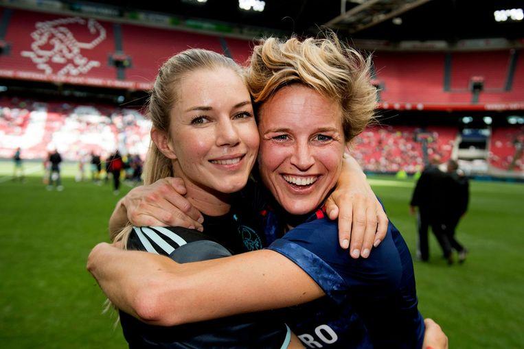 Er werd afscheid genomen van Ajax voetbalsters Anouk Hoogendijk (L) en Daphne Koster (R). Beeld ANP