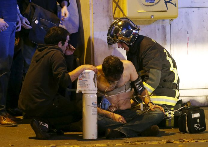 Bijzonder onderzoek vijf jaar na aanslagen Parijs: 'Sommige mensen voelden  zelfs de kogels niet'   Buitenland   AD.nl