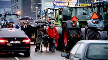 Vakantie in knel door boze boeren: reizigers Eindhoven Airport missen vlucht door tractorprotest