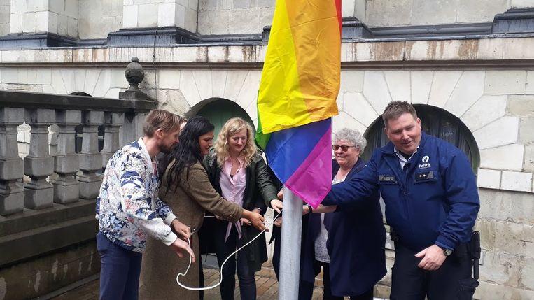 In mei werd aan het stadhuis een regenboogvlag gehesen.