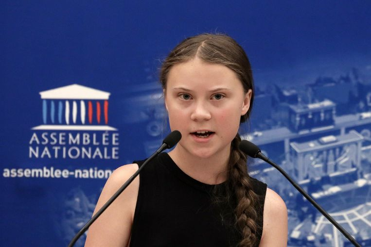 162 Franse verkozenen nodigden Greta Thunberg (16) gisteravond uit naar het Franse parlement waar ze een toesprak gaf.