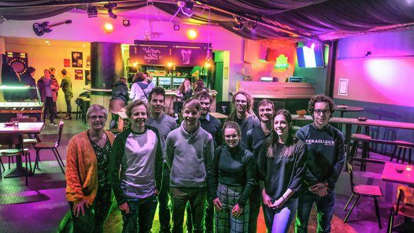 De leden van jeugdhuis De Harp in Zwevegem hebben dit weekend hun vernieuwd jeugdhuis feestelijk geopend.