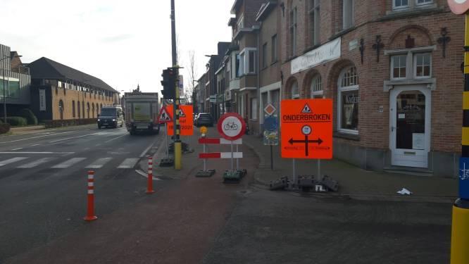 Fietsers negeren massaal omleiding bij werken aan Scheepsdalelaan: politie deelt tientallen boetes uit