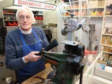 Schoenmaker Fred al 57 jaar bij zijn leest: 'Stond niet te springen om dit vak uit te oefenen'
