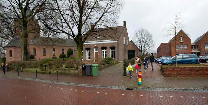 Olland kreeg enkele jaren geleden een nieuw dorpshuis met daarin plaats voor basisschool De Sprongh. Nieuwbouw is echter hard nodig om die voorzieningen op peil te houden.