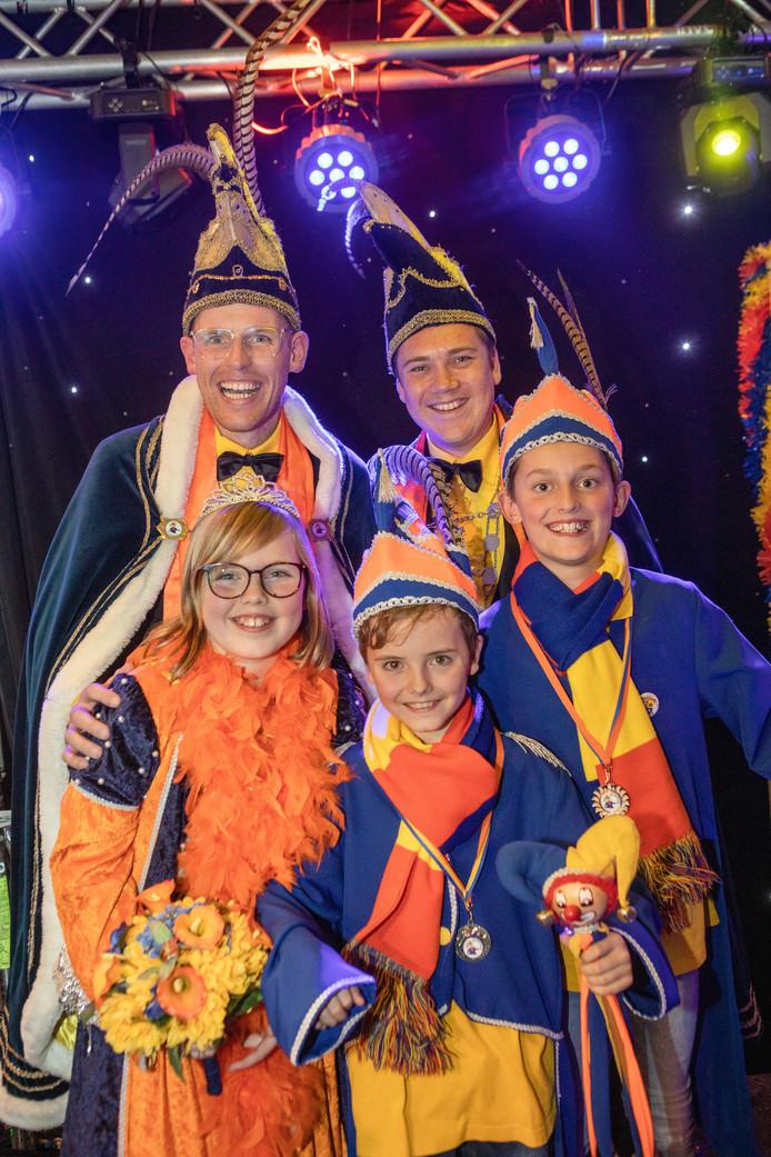 Prins Julien Voliera, zijn adjudant en de jeugdige hoogheden van Krabberdonk (foto: Frank van Boxtel Boximage.nl)