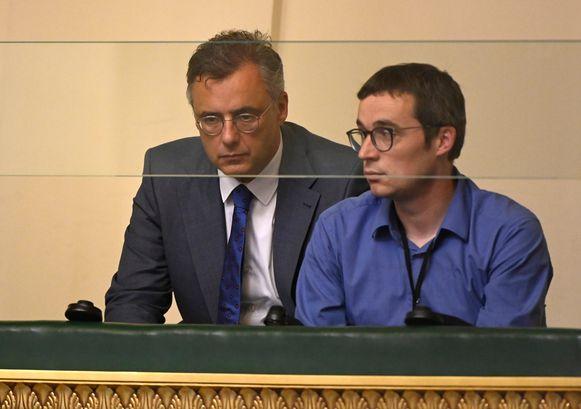 CD&V-voorzitter Joachim Coens (l.) gisteren in de Kamer.
