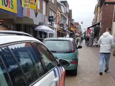 Bestuurder rijdt dwars door voetgangersgebied in Winterswijk