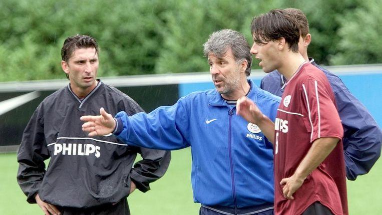 Eric Gerets met Luc Nilis en Ruud Van Nistelrooy (r).