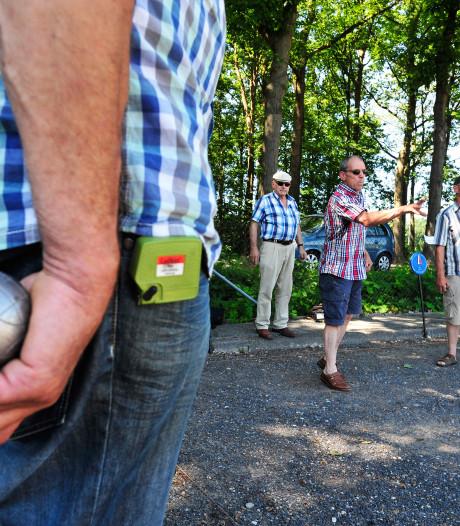 Jacques (90) fanatiek op toernooi in Heusden: 'Jeu de boulen is biljarten op de grond'