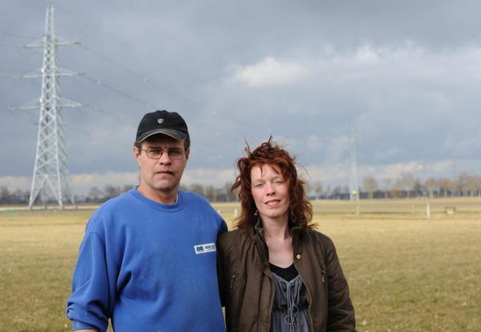 """Egbert en Margriet van Gerner zijn de bezwaren tegen de windmolens beu. """"Het gaat niet om natuurbehoud, maar om het geld."""" foto FFU Press Agency"""