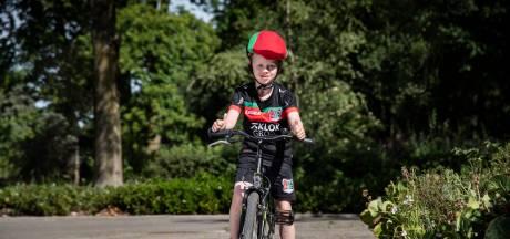Yannieck (7) fietst in zijn wijk al bijna 5000 euro bij elkaar voor NEC,  Boekhoorn doneert ook