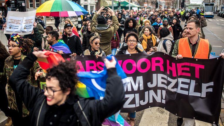 Protestmars tegen het antihomogeweld trok zondag van de Wibautstraat naar de Zeeburgerdijk Beeld Joris van Gennip