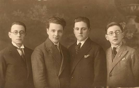 De broers Fons, Leon (vader van Jan en Kris), Frans en Louis De Smet.