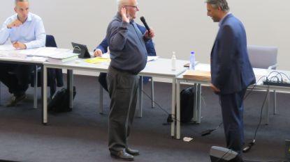 Koenraad Cracco legt eed af als gemeenteraadslid tijdens zitting in RADar