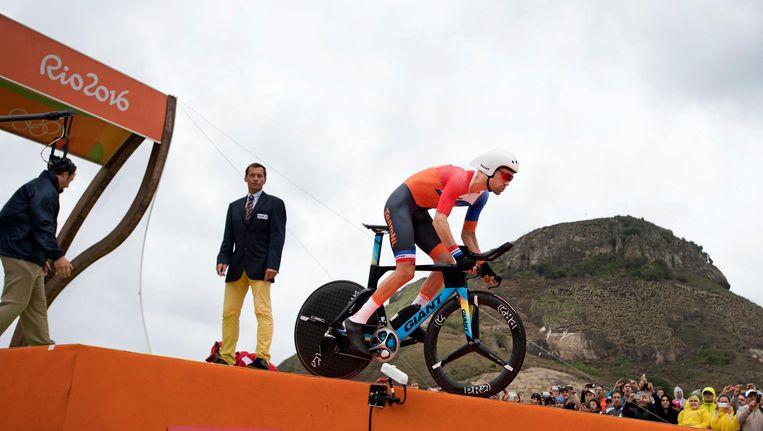 Tom du Moulin aan de start van zijn olympische tijdrit. Beeld anp