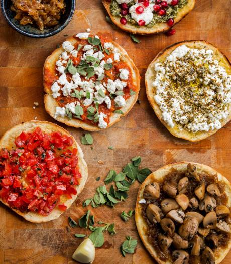 Pita bruschetta met tomaat en oregano (of verse za'atar)