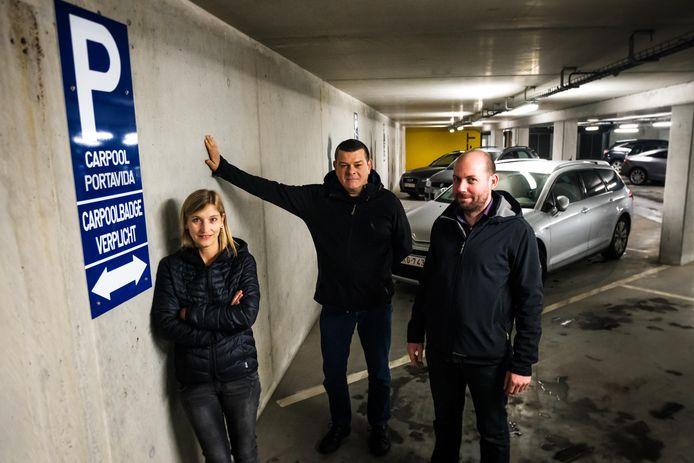 Hilde Adamczak, Erik Urlings & Michel Bortels bij de ondergrondse carpoolparking op de welzijnscampus van de stad Genk.