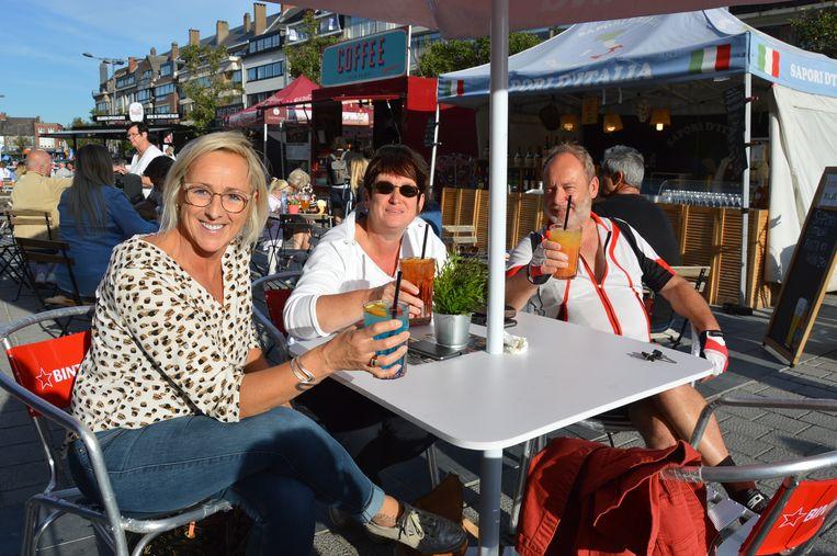 Patricia, Kathleen en Jean-Marie tijdens Fiesta Europa op het Niniaplein in Ninove.