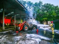 Shovel uitgebrand onder overkapping in Vlierden