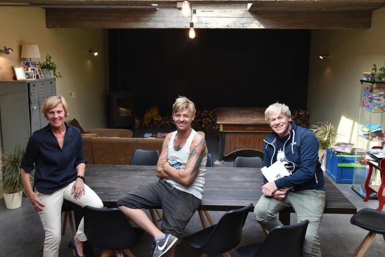 Schepen Katrien Claus, Brent Callens (verantwoordelijke Wetteren) en Chris Van Lysebetten.