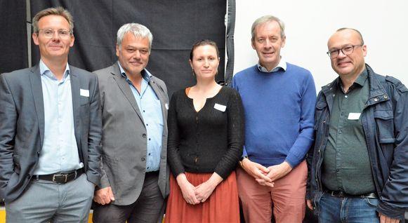MIWA-directeur Sven Peeters, MIWA-voorzitter Filip Baeyens, medewerker Nele De Blieck, burgemeester Lieven Dehandschutter en schepen Carl Hanssens.