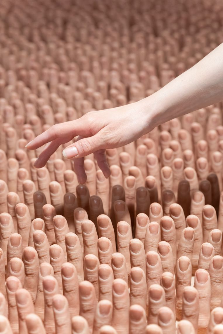 De afgietsels van de vingers van Dima's vriend. Beeld Fabian Landewee