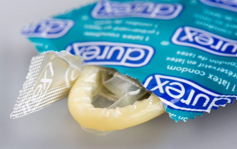Om het aantal ziektegevallen te beperken, raadt de WHO condoomgebruik en seksuele opvoeding aan. In ontwikkelingslanden moet er ook een betere screening komen van de ziektes.