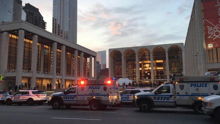 De politie bij het operagebouw in New York.
