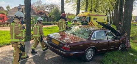 Man gewond bij botsing tegen boom in Veldhoven