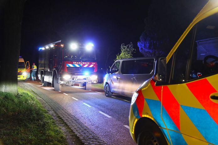 Een bestuurder raakte vannacht gewond in Heesch na een botsing tegen een boom.
