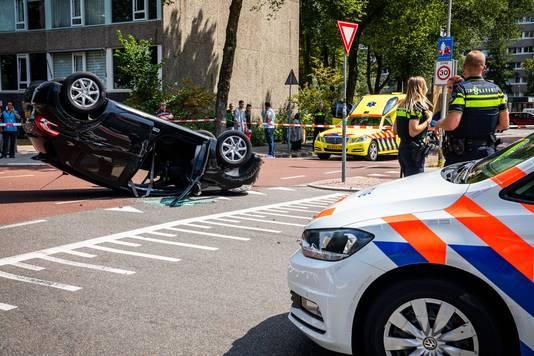 Een auto belandde in augustus vorig jaar op zijn kop op de Carnegiedreef
