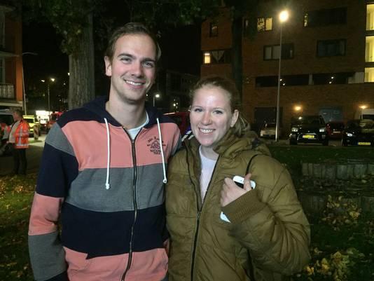 Ike en Emma roken rond 20 uur een vreemde lucht in hun portiek.