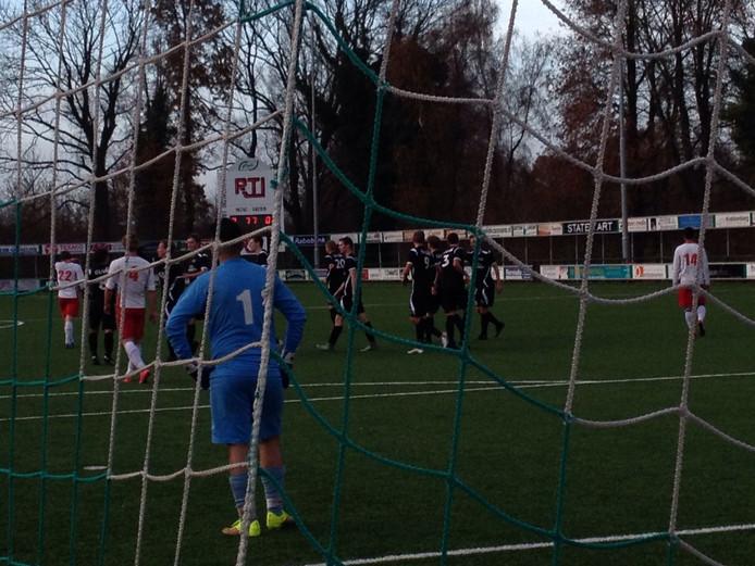 Sjors Storkhorst schiet via de paal de 4-0 binnen. Babberich faalt op alle fronten.