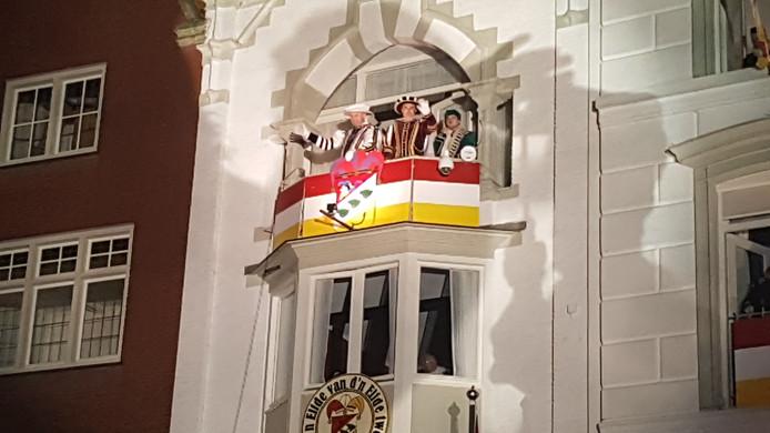 Prins en adjudant zwaaien nog één keer naar Oeteldonk