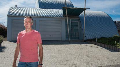 """Marc bouwde in de Glazentorenweg in Mere een huis dat zijn tijd ver vooruit was: """"De vrienden van mijn zoon noemden onze woning steeds 'de UFO'"""""""