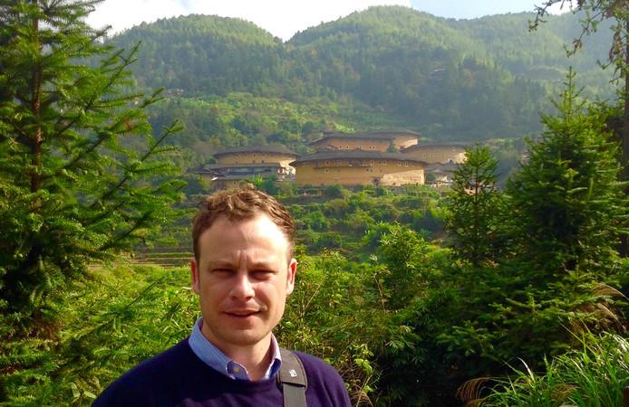 Harm Fitié tijdens een reis door China waar hij woont met zijn Franse vriendin Diane.