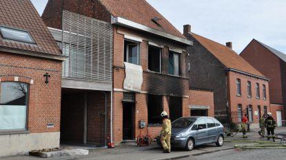 Zware brand vernielt woning in Adegem-Dorp