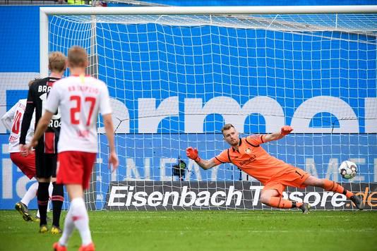 Emil Forsberg benut de strafschop en tekent voor de 2-3 van Leipzig.