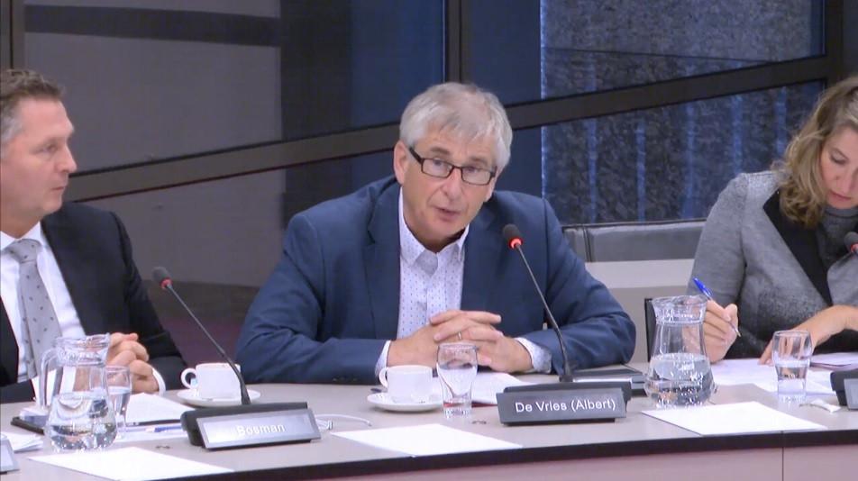 Het Zeeuwse PvdA-kamerlid Albert de Vries: 'Dat ingetogen Zeeuwen om reddingsboei uit Den Haag vragen, zegt iets over ernst problematiek.'