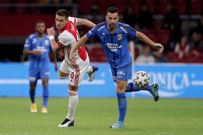 Thomas Bruns  uit Wierden (rechts speelde afgelopen weekeinde tegen het Ajax van Dusan Tadic (links).