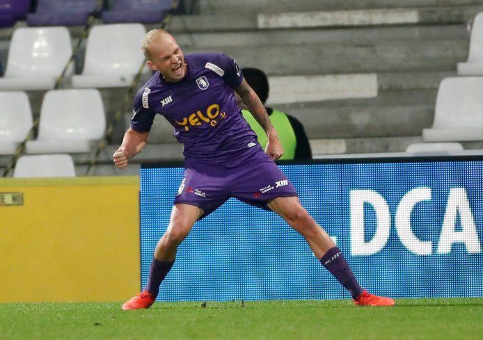 'Rapha' Holzhauser viert een van z'n goals tegen Sint-Truiden.
