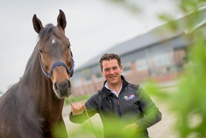 Springruiter Conor Drain uit Ierland is genomineerd als sportman van het jaar in gemeente Tubbergen. Conor hier met Con Capitano