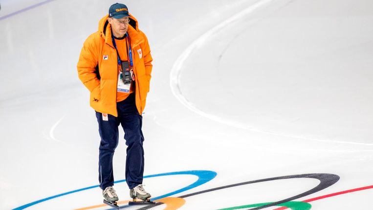 Schaatscoach Jillert Anema tijdens een training in voorbereiding op de Olympische Winterspelen van Pyeongchang. Beeld anp