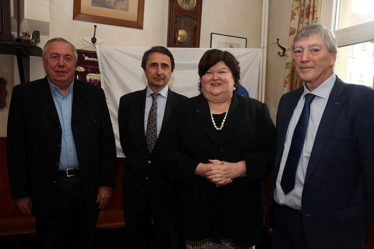 Schepen Gilbert Wouters (rechts) samen met de partijgenoten op de persconferentie vorig jaar in april toen de grote verzoening van de liberale familie werd aangekondigd in aanwezigheid van nationaal ondervoorzitter Maggie De Block.