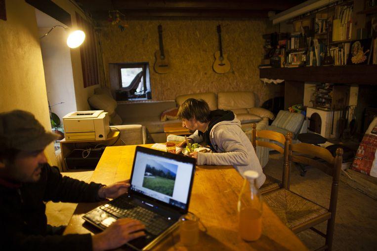 In Saint-Franc zijn het jonge mensen die teruggaan naar het land. Beeld Bart Koetsier