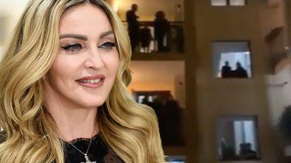 Italianen zingen zogezegd Madonna-hits op hun balkon: sterren trappen in coronahoax
